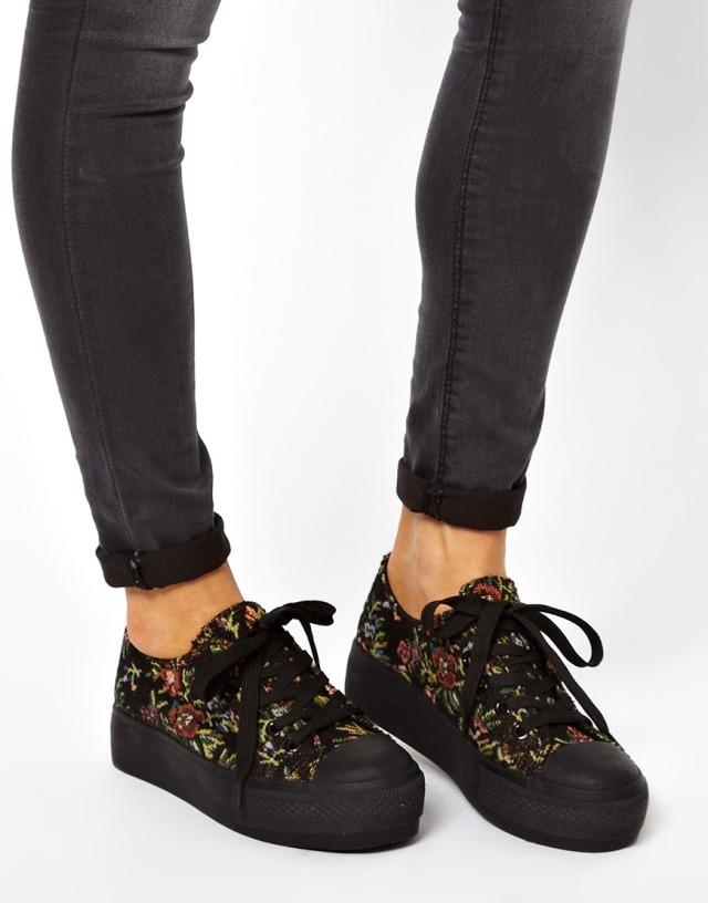 נעלי סניקרס פרחוניות the beauty bar